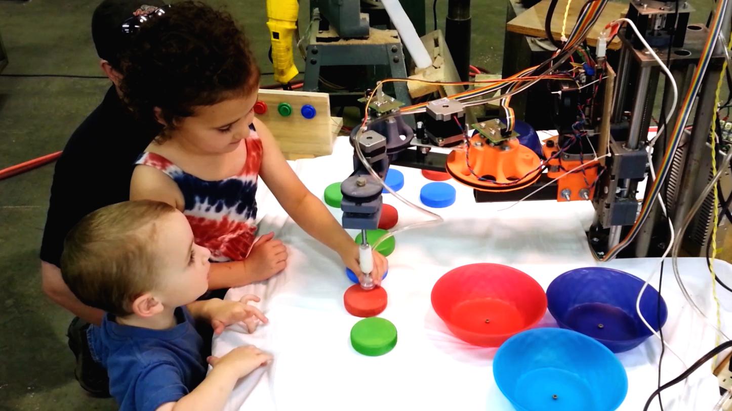 Kindergartener Programming evezor robotic arm
